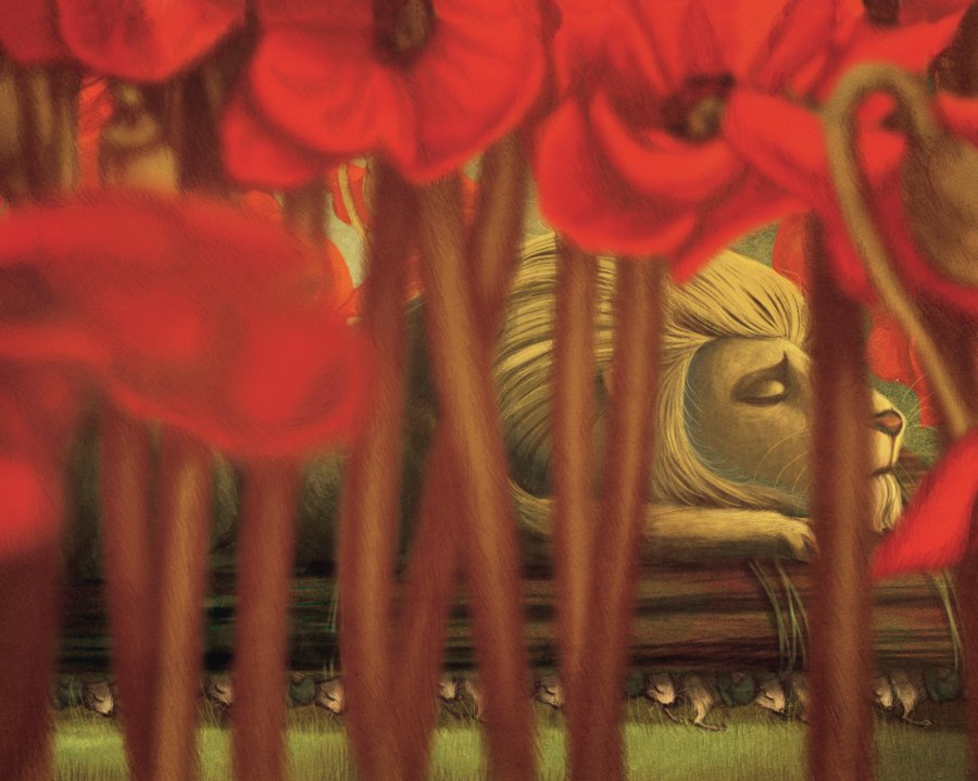 Nachdem der Löwe im Mohnblumenfeld eingeschlafen ist, eilen die Mäusekönigin und ihre Untertanen zu Hilfe. © Jacoby & Stuart