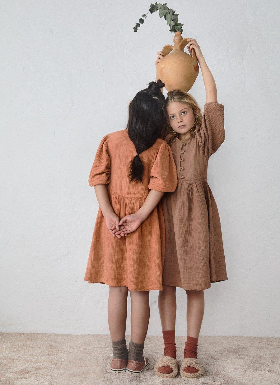 Winter- oder Sommerkleid? Mode von JELLYMADE soll über die Saison und über die Zeit hinaus tragbar sein