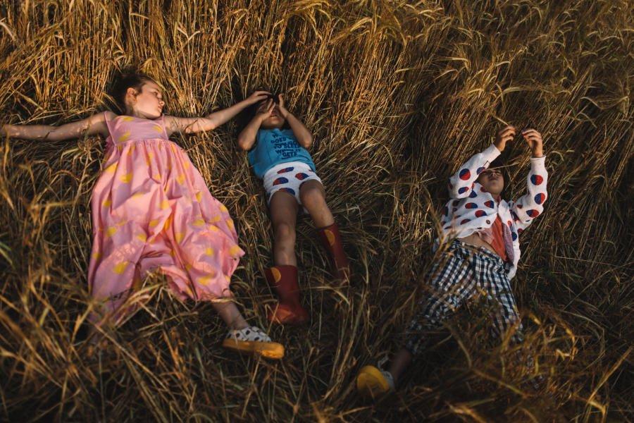 Sunkissed: Typisch für die Eco Kids Fashion von Bobo Choses sind die kindlich-naiven Allover-Prints