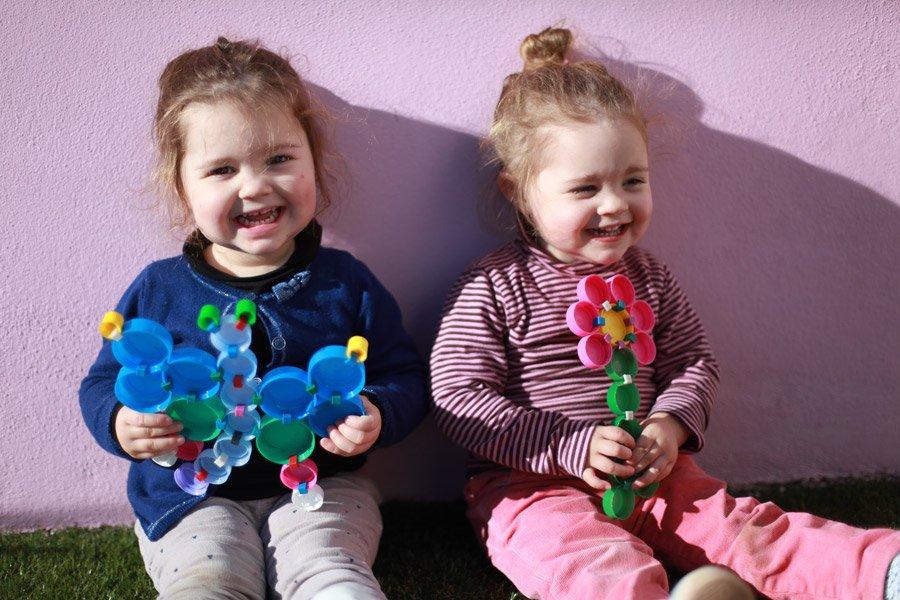 Nachhaltiges Spielzeug mit pädagogischem Wert: Clip It regt nicht nur die Fantasie an, sondern schult auch die motorischen Fähigkeiten