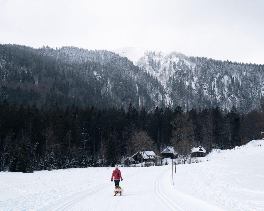 Auf weißen Wegen ... Sich Zeit zu nehmen für einen ausgedehnten Winterspaziergang, ein großer Luxus, findet die Autorin Theresa Baumgärtner