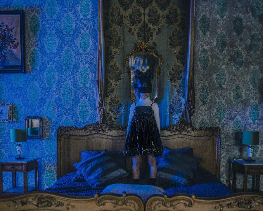 More Drama please ... Das Glossy Dress im Cyber Gothic-Style von Caroline Bosmans für Halloween-Divas und Vampirprinzessinnen