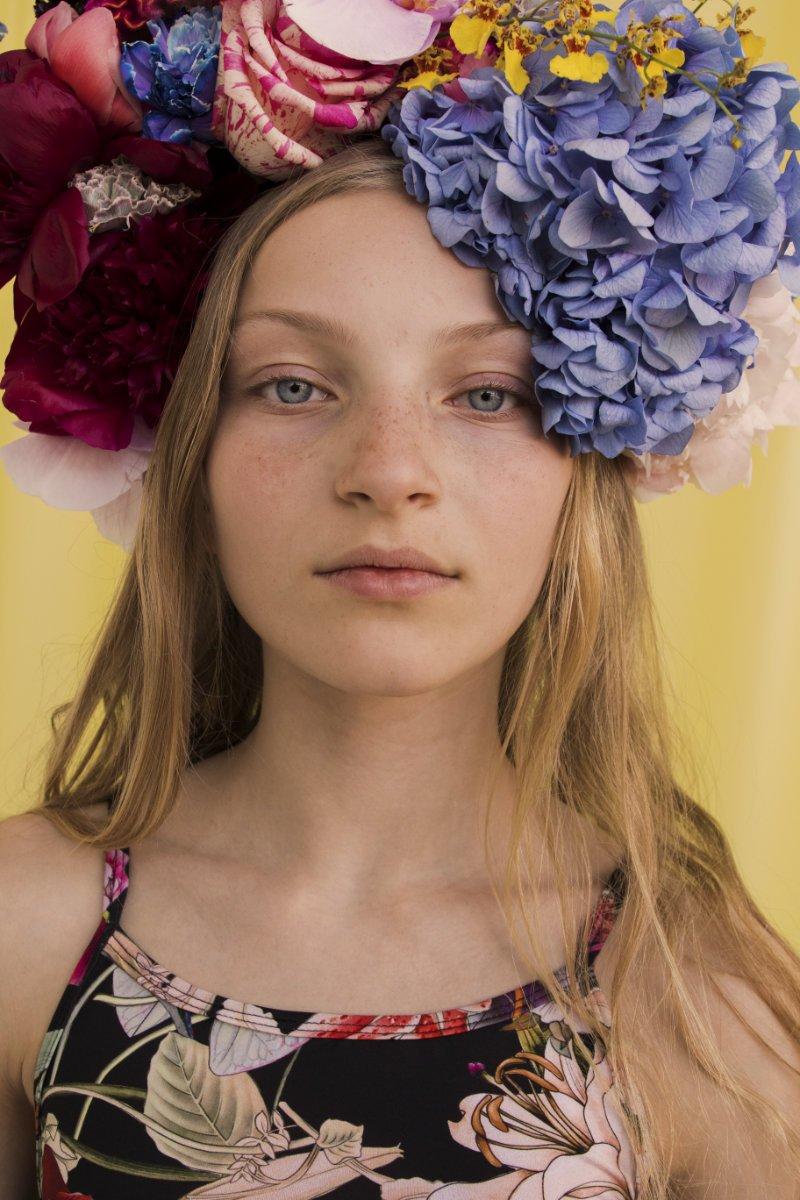 Der Blumen Trend ist bei Christina Rohde allgegenwärtig: Selbst Badeanzüge blühen auf!