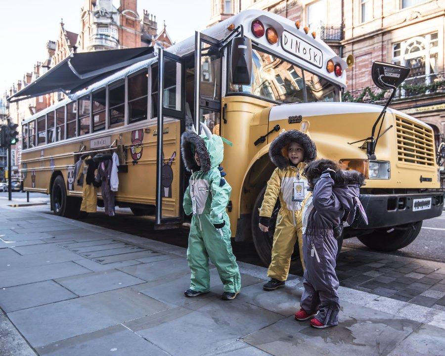 DINIOSKI, die britische Luxusskimarke für Kinder, feierte den Launch der ersten Linie in den Straßen Londons