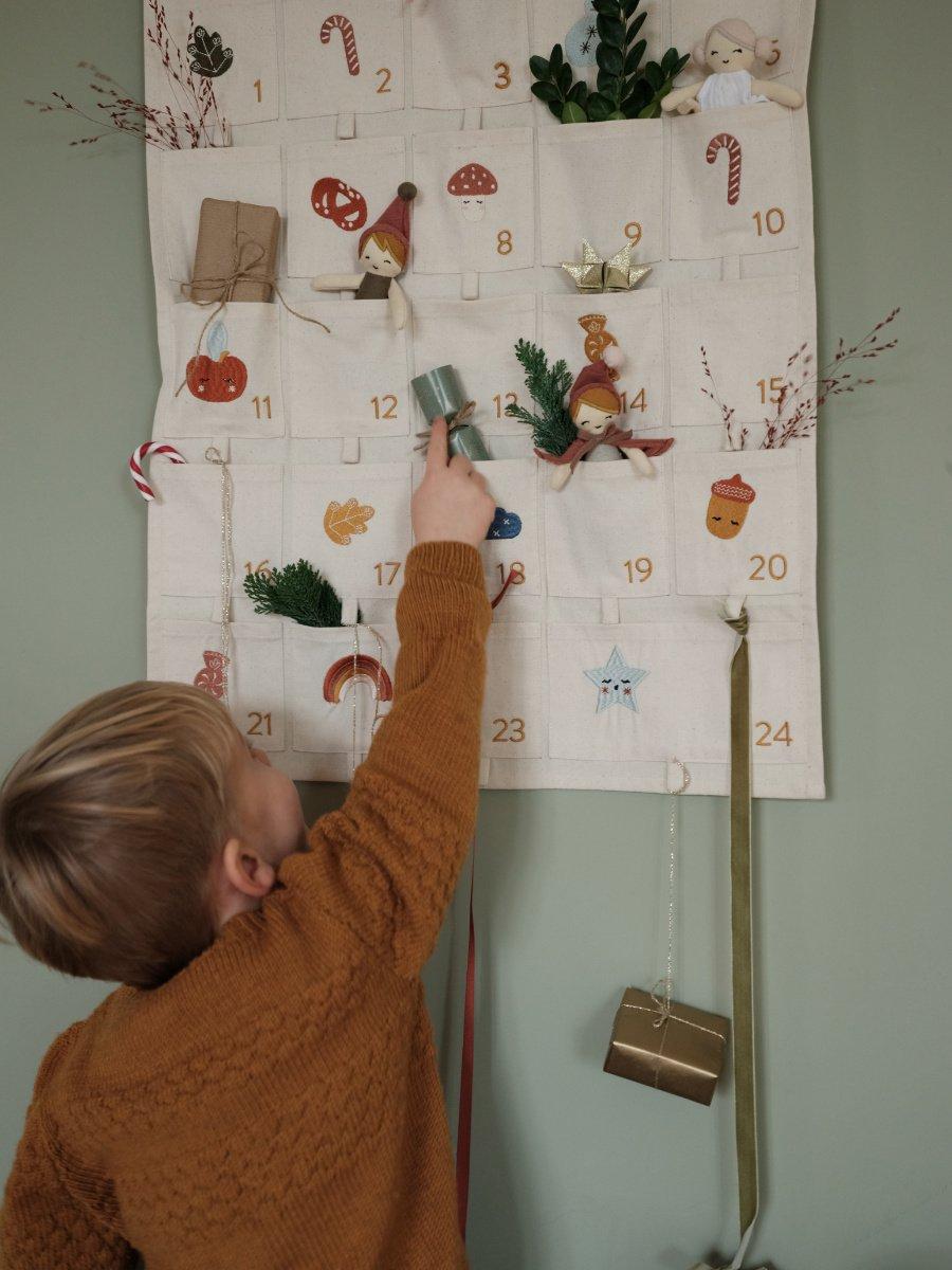 Ein Blick auf dieses Prachtstück von einem Kalender reicht aus und der Advent fühlt sich an wie Weihnachten