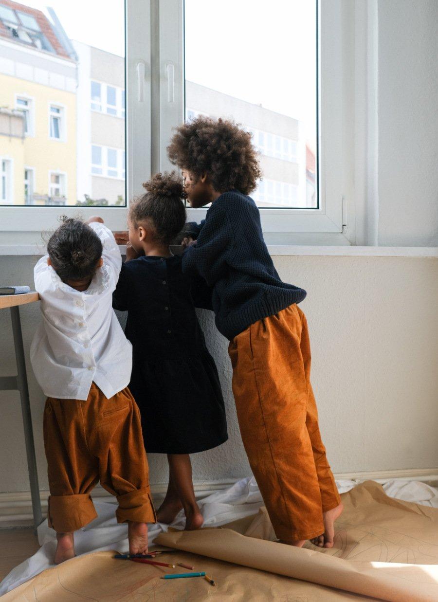 Nachhaltige Kinderkleidung: Viele Pieces der neuen Kids Capsule Collection wurden aus den Leftover-Stoffen der Mama-Looks gefertigt
