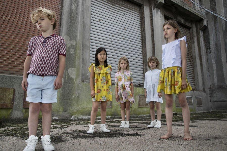 Sommermode für Kinder im typischen Maan-Design: Besonders schön ist das flirrende Blumenmuster