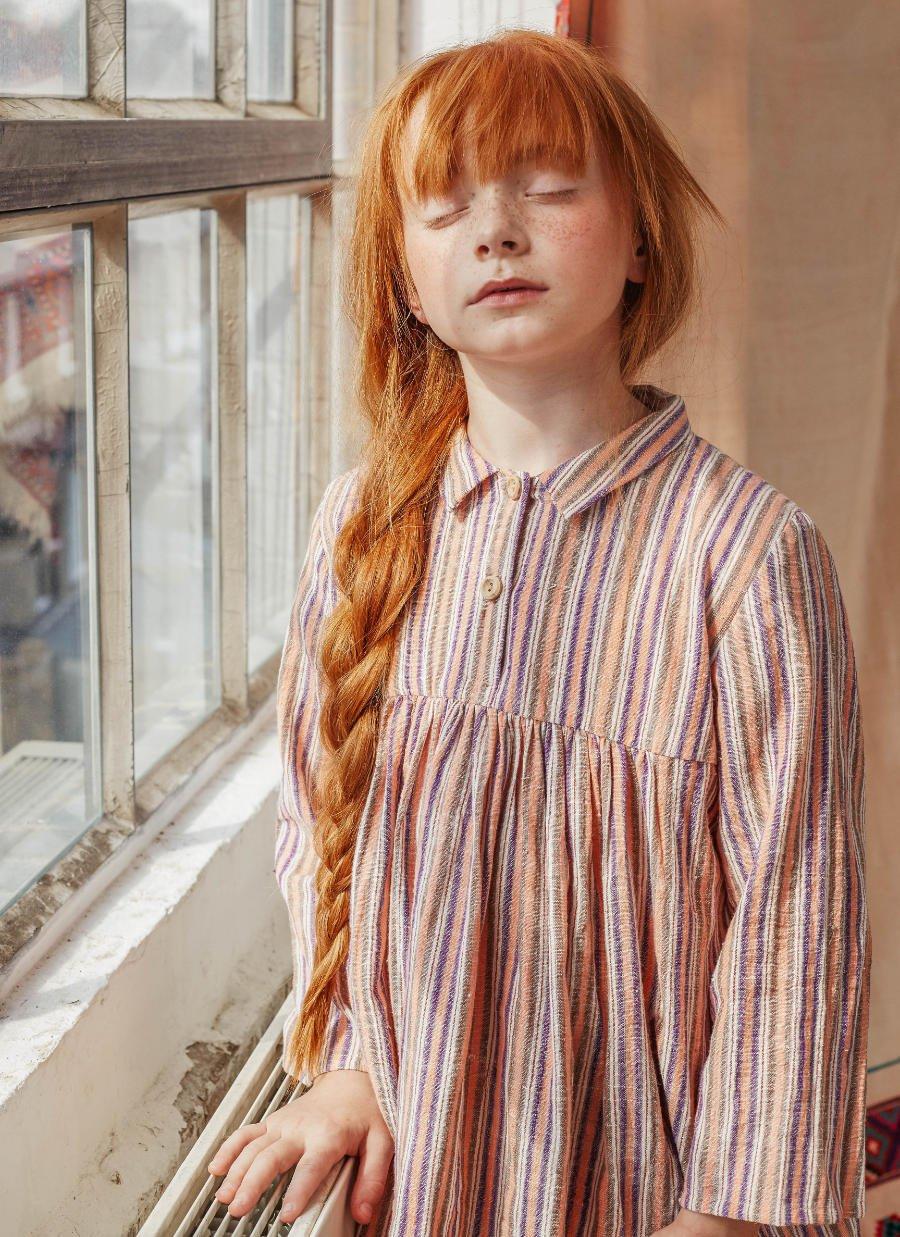 Auch für Tagträumer: Der Candy Stripe Pyjama von NIGHTS BY WILDER aus handgewebter indischer Bio-Baumwolle