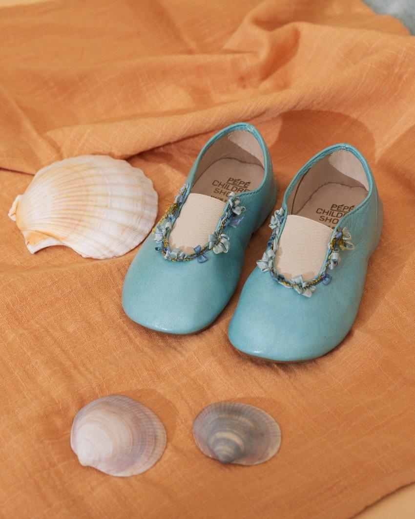 Von Kopf bis Fuß auf Emma eingestellt? Der italienische Schuhhersteller PÈPÈ hat den ultimativen Empire Slipper