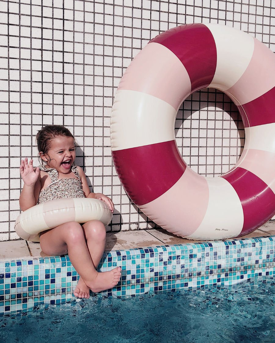 Anmutig: Gelato, der eiscremefarbene Schwimmring, beweist deutlich mehr Gusto als ein pappiger Donut