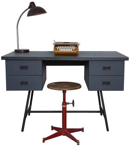 """Am Kinderschreibtisch """"Le Bureau L50"""" können auch Erwachsene gut sitzen"""