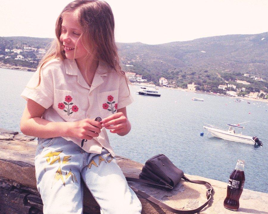 Costa Brava, Juli 1986: Nach Art alter Urlaubsschnappschüsse präsentiert Laia Aguilar ihre Sommer-Styles für 2020