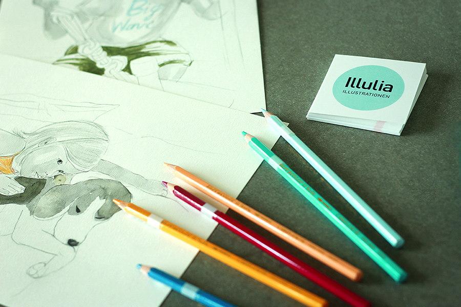 Mit Bleistift, Buntstift und Tusche entstehen lebendige Kinderportraits – Photo © Malina Ebert