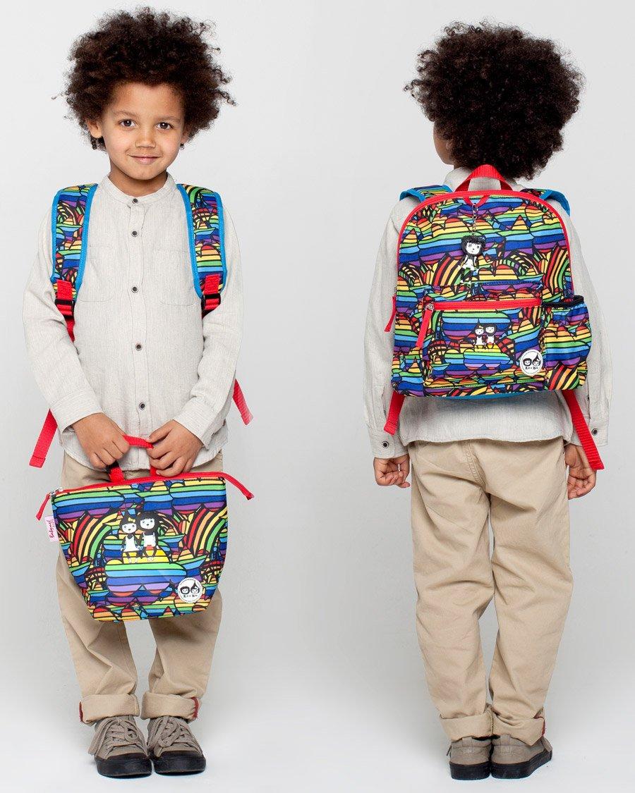 Für einen hoffnungsfrohen Schulstart nach dem Homeschooling leuchtet selbst die Lunch Bag in Regenbogenfarben
