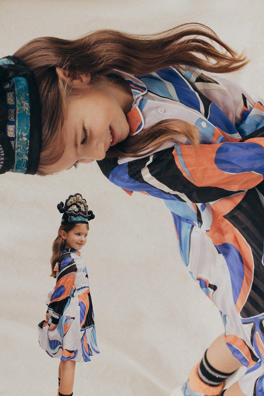 Live in dreams, Sunday Girl: Cloe tagträumt in einem Kleid von EMILIO PUCCI, Socken ALTO MILANO