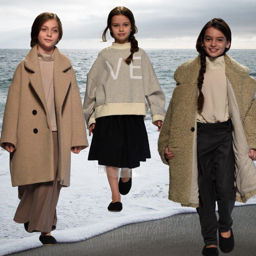 Wie ein Spaziergang an der Ostsee: die unaufgeregte Kindermode von Unlabel für AW19/20. Runway Images © G. Giannoni