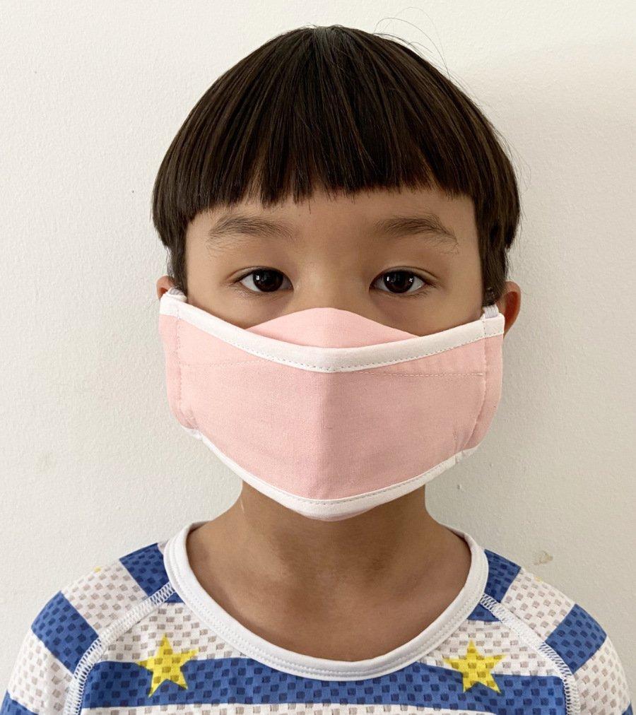 Die hohe Kunst des Faltens im Sinn: Die Origami-Style-Maske von GOODORDERING entfaltet sich großzügig über das Gesicht