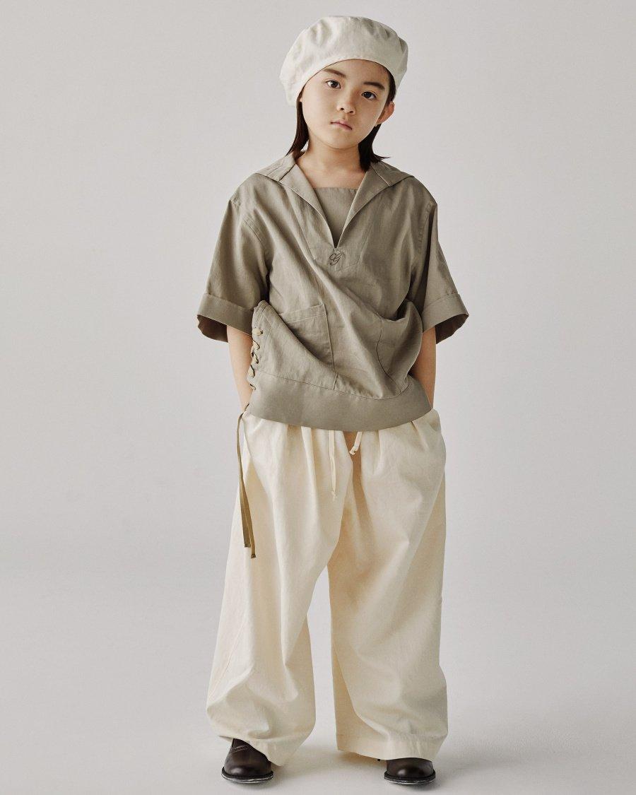 Zeitlose Eleganz, keine Mode, die Trends hinterher hechelt: der Sailor Look von GRIS für SS20
