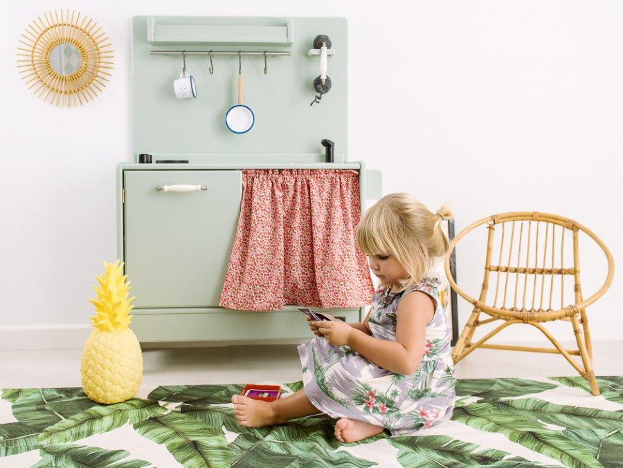 """Von den Kanarischen Inseln in die Kinderzimmer dieser Welt: die Vintage-Kinderküche """"Gulliver"""" von Macarena Bilbao"""