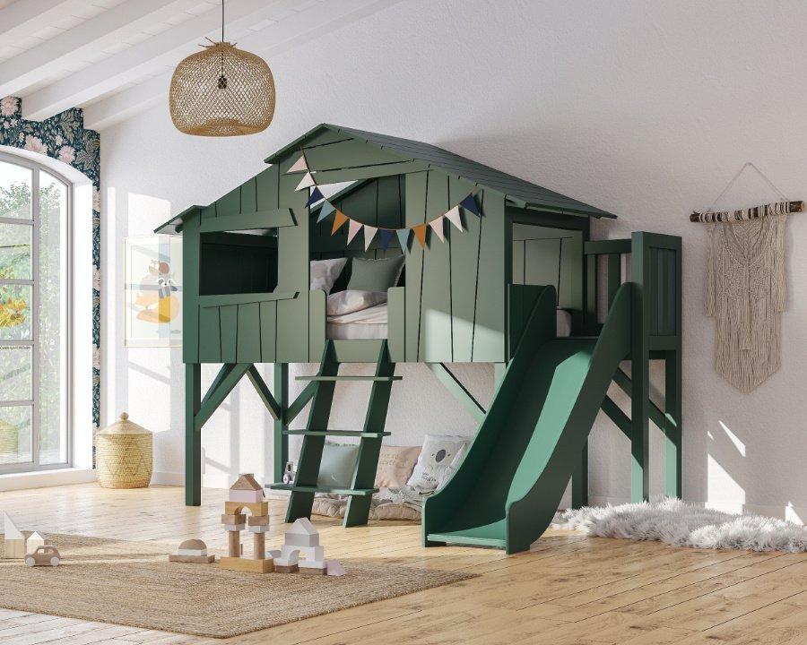 Das neue Hochbett mit Rutsche von MATHY BY BOLS: eine Portion Hüttenromantik mit einem ordentlichen Schuss Baumhaus-Flair!