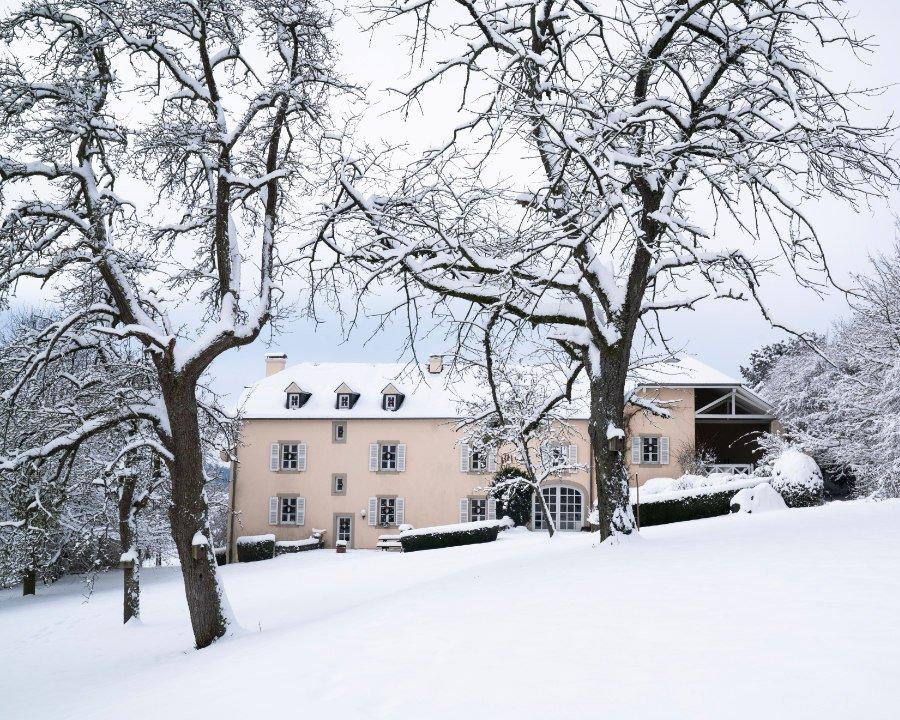 Wie im Märchen! Zwischen Haselnusssträuchern und Streuobstwiesen liegt das Hazelnut House, der perfekte Ort, um ein Weihnachtskochbuch zu schreiben