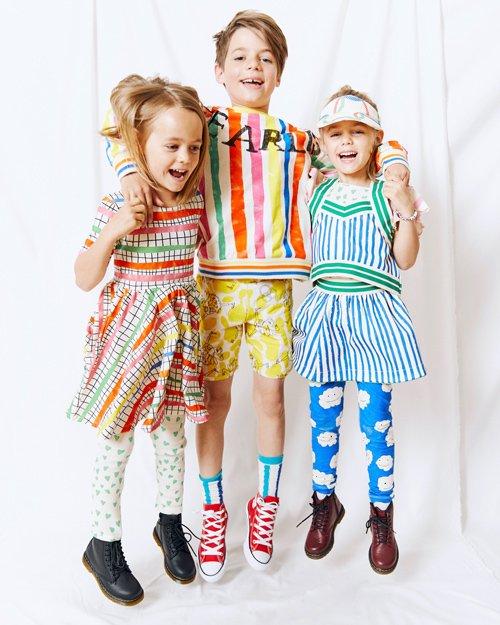 Alma und Smilla mit Bruder Bruno beim Modeln für Noé & Zoë. Foto © Noé & Zoë