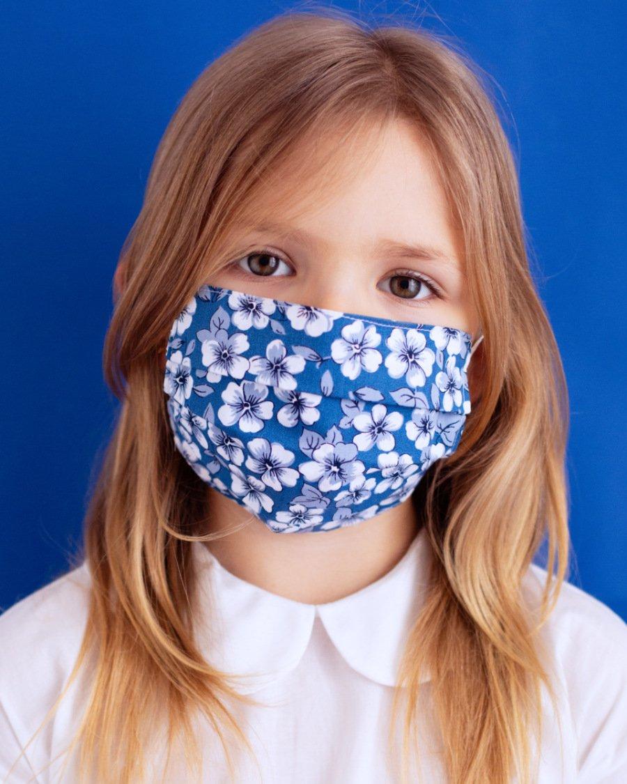 Blumen gegen die Krise: PICCOLA LUDO lässt auf seinen Masken für Kinder Veilchen blühen