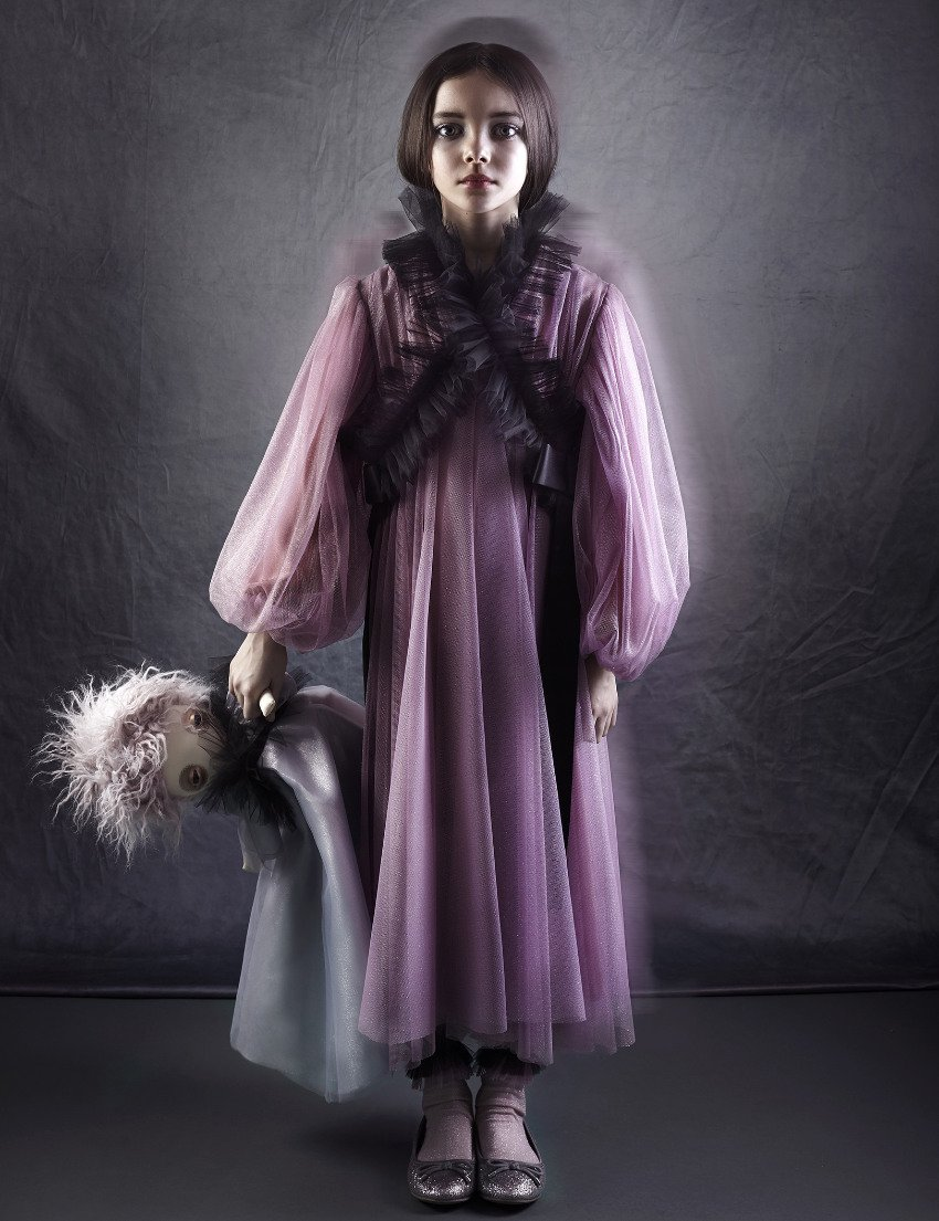 Doll it Up! Das Viola Silk Dress von RASPBERRY PLUM zeigt den Kimono-Style von seiner puppigen Seite