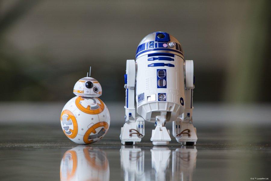 Intelligentes Technik-Spielzeug für Kinder und Erwachsene: die Droiden BB-8 und R2-D2 von Sphero