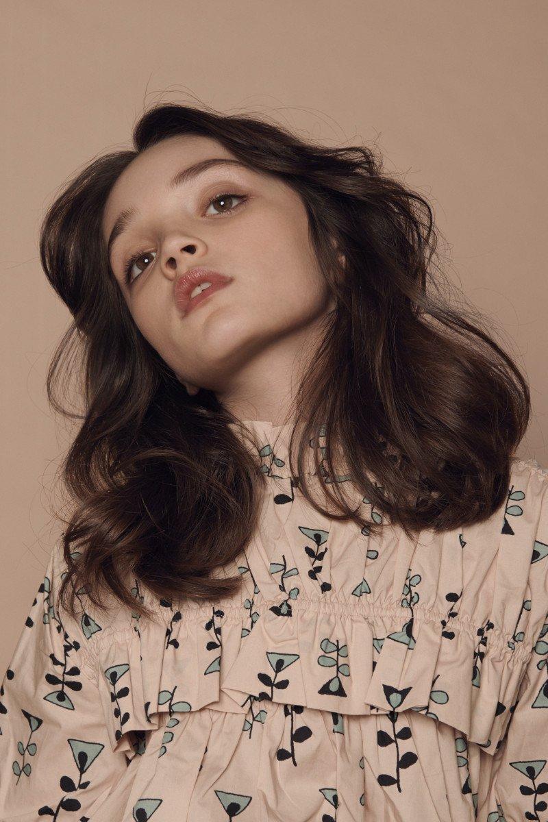 Die Romantik des Frühlings zeigt sich in diesem Mode-Editorial von ihrer subtilen Seite: Bluse <strong>MARNI</strong>