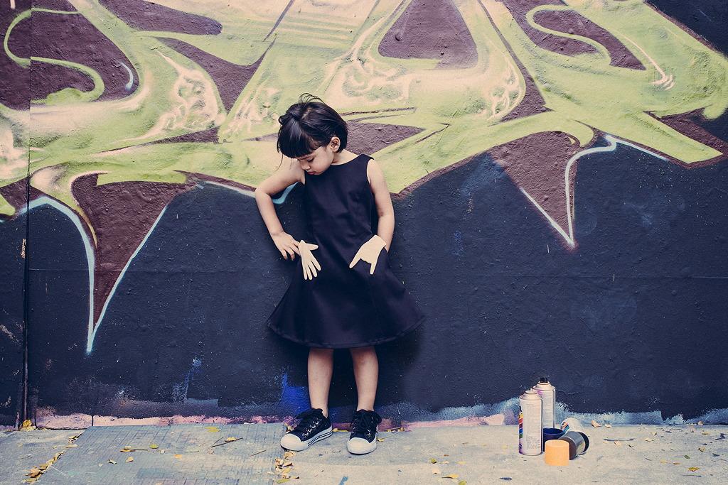 Dora Dress – das kleine Schwarze mit der Rockerhand