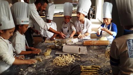 Der Mensch und seine Nahrung. Die Botschaft der Expo Milano 2015 ist bei den kleinen Köchen angekommen!