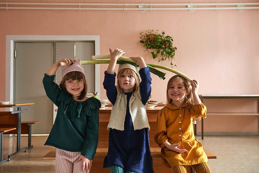 Happy Veggie Day! Auf dem Speiseplan von Oeuf – das LEAF SWEATER und das senffarbene SCHOOL DRESS