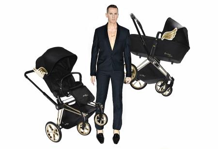 Vom Himmel hoch – Designer Jeremy Scott schwebend zwischen PRIAM Lux Seat und PRIAM Carry Cot