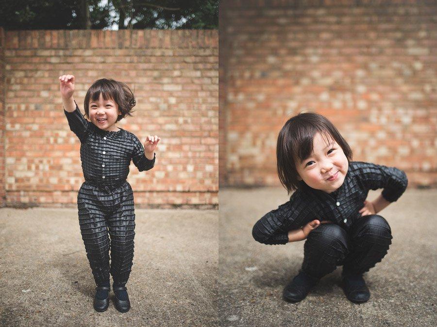 Egal ob Momo springt oder in die Hocke geht, die flexible Plisseestruktur passt sich in jeder Situation an die Bewegung des Kindes an