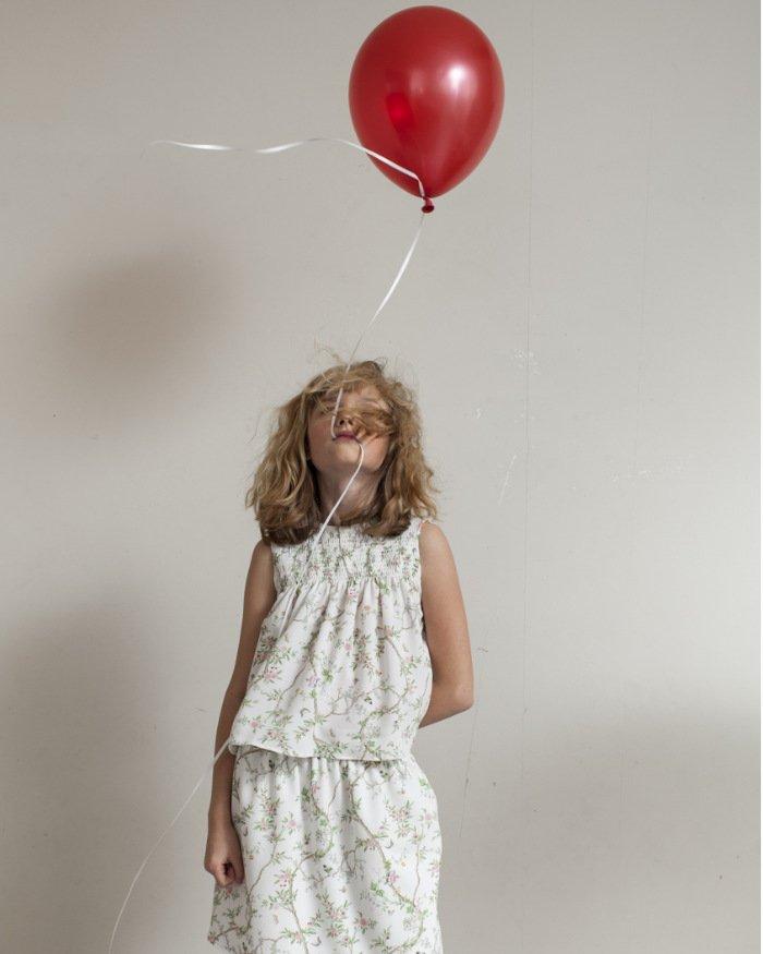 s2-03-maedchen-mit-luftballon